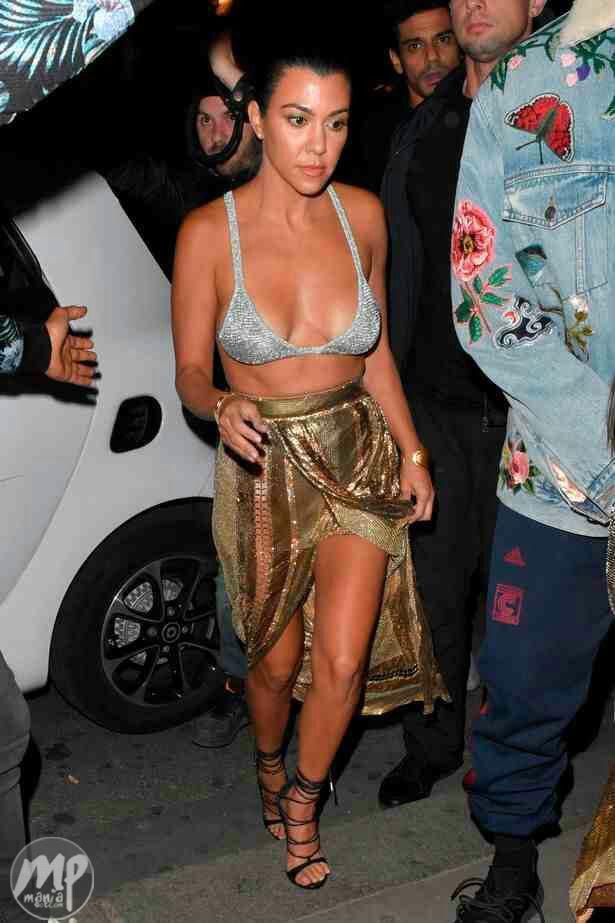 Kourtney Kardashian steps out in bra to Balmain show (Photo)
