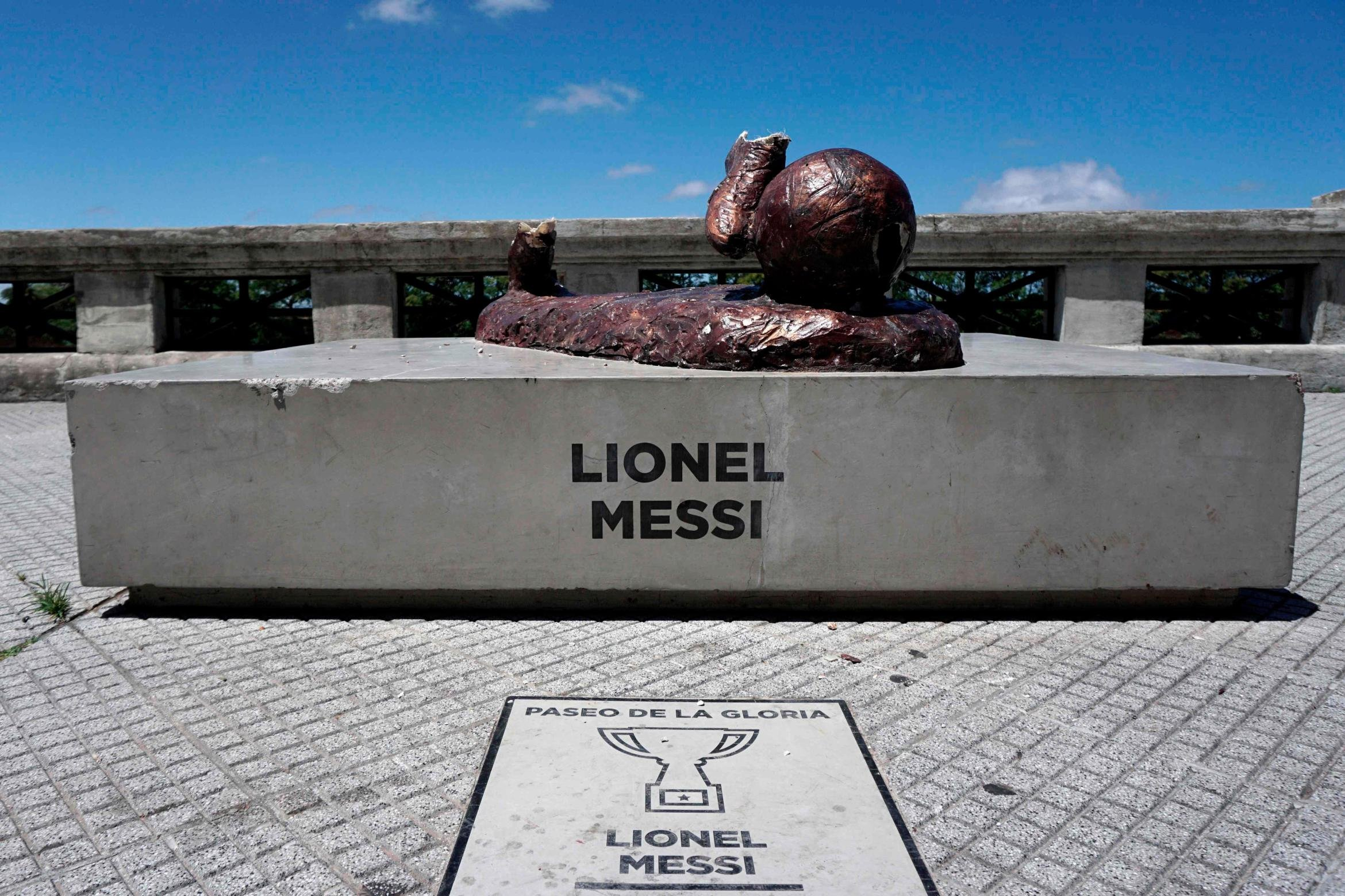 wp-image-1252697874 Vandals destroy Lionel Messi's Statue for the Second time in one year